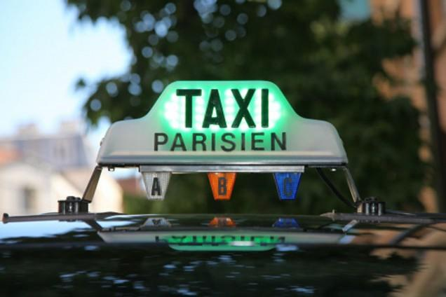 travellers be careful how to recognize a licensed taxi in paris le forum des taxis parisiens. Black Bedroom Furniture Sets. Home Design Ideas